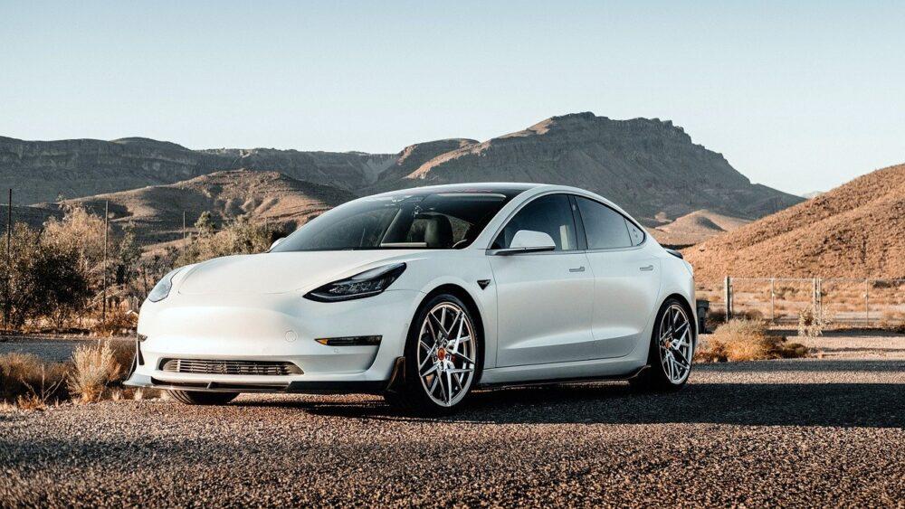 Снижение объема продаж Tesla в Китае потрясло фондовый рынок