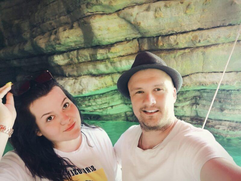 Пещеры и изумрудная вода